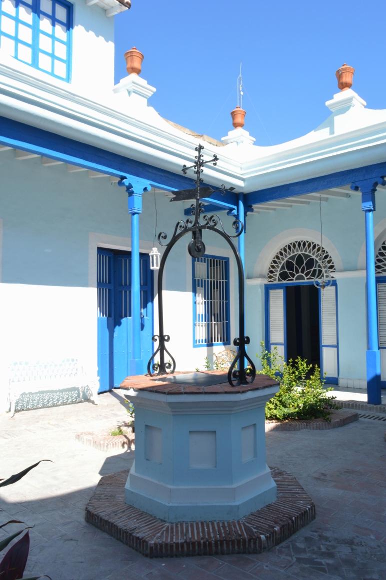 Courtyard of Casa de Diego Velazquez, Santiago de Cuba, Cuba 1.jpg
